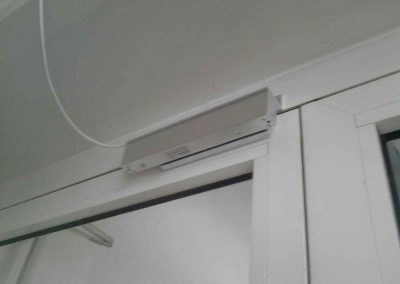 montag-sistem-kontroly-dostupa-elktromagnitnyj--zamok-na-metaloplastikovuu-dver-1111111l